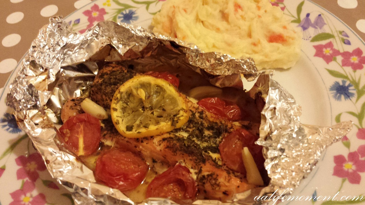 Salmon fillet roasted in foil with mashed potatoes and carrots