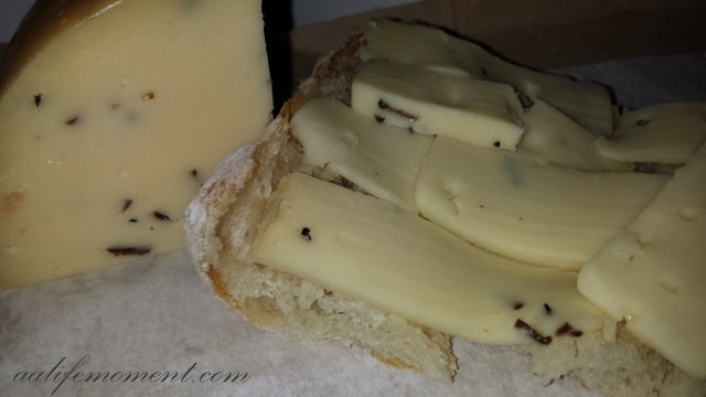 Truffle Gouda Cheese with organic bread