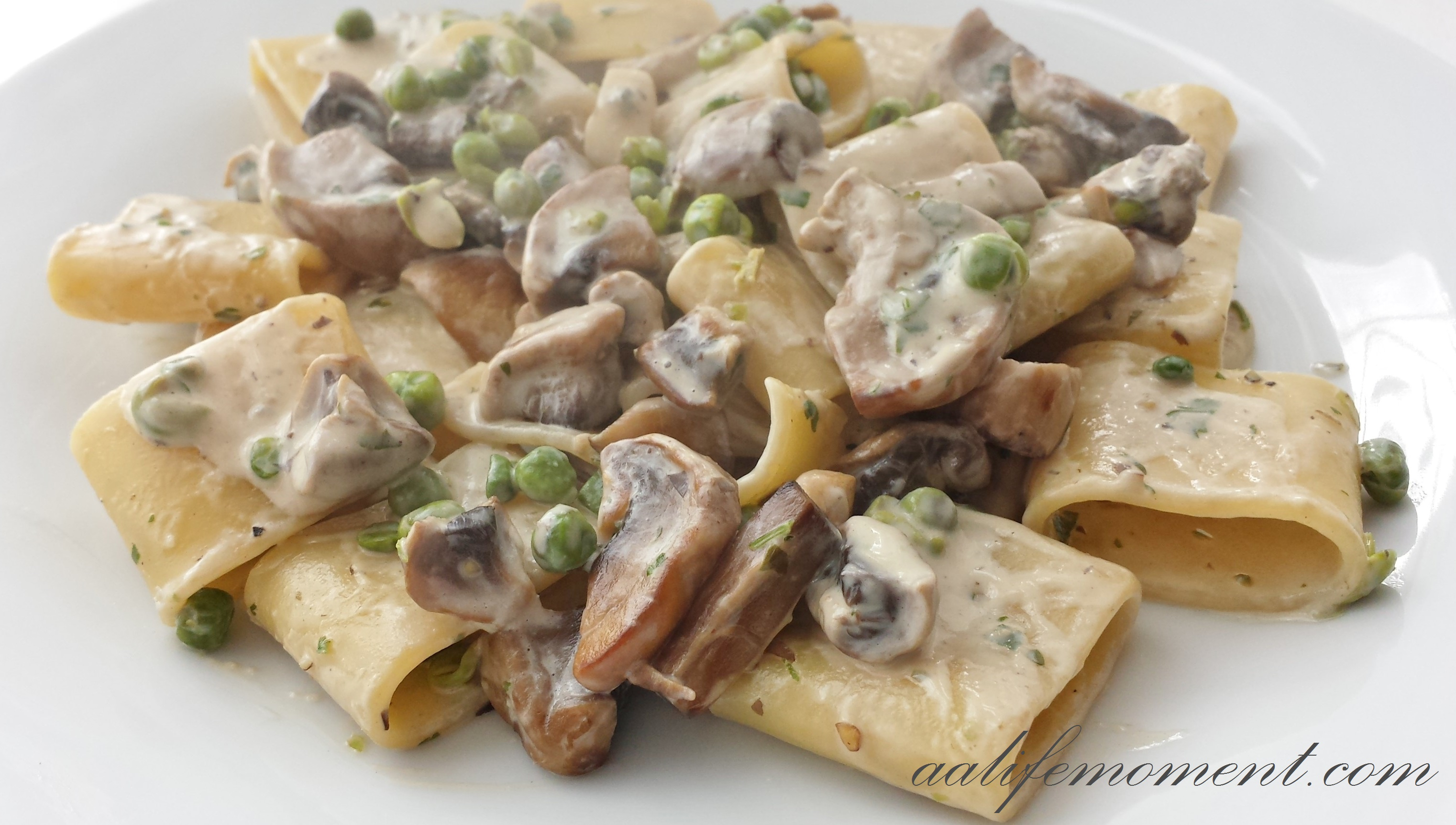 Mushrooms, peas, cheese pasta