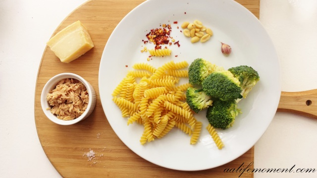 Ingredients: Broccoli Pesto Sauce Recipe with Tuna and Chili