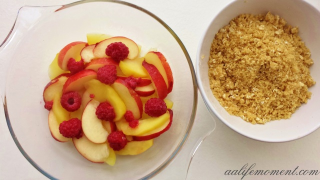 Apple, peach and cranberries crumble
