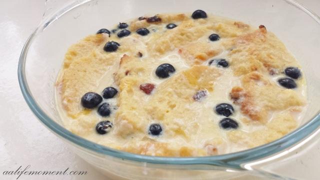 Panettone Bread Pudding preparation